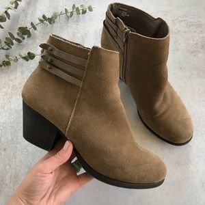 WHITE MOUNTAIN Taupe Idella Suede Ankle Bootie 9.5
